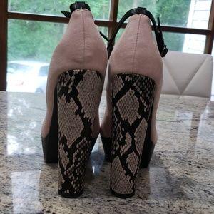 Nude/crocodile heels shoes